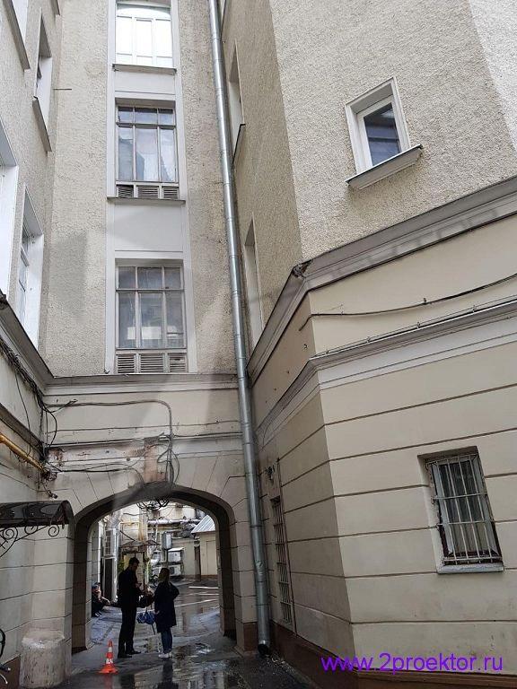 Незаконное размещение вентиляционного оборудования на фасаде домов (Рис. 1)