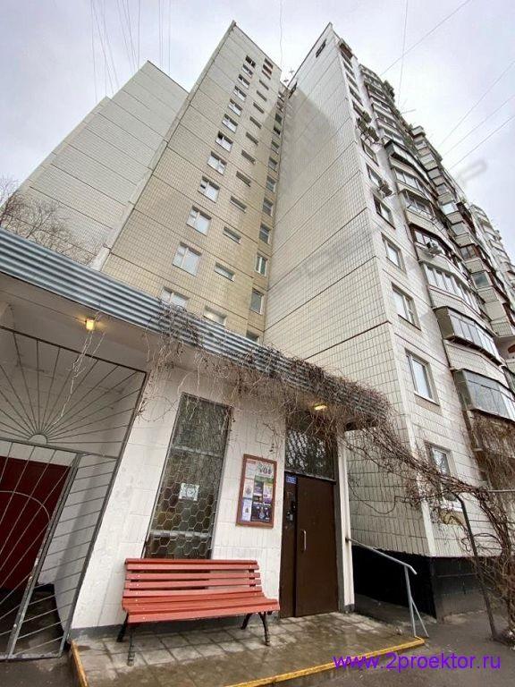 Боковой фасад жилого дома с незаконными окнами