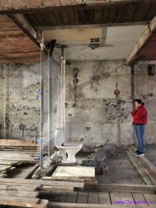 Квартира со смешанными перекрытиями после проведенных демонтажных работ