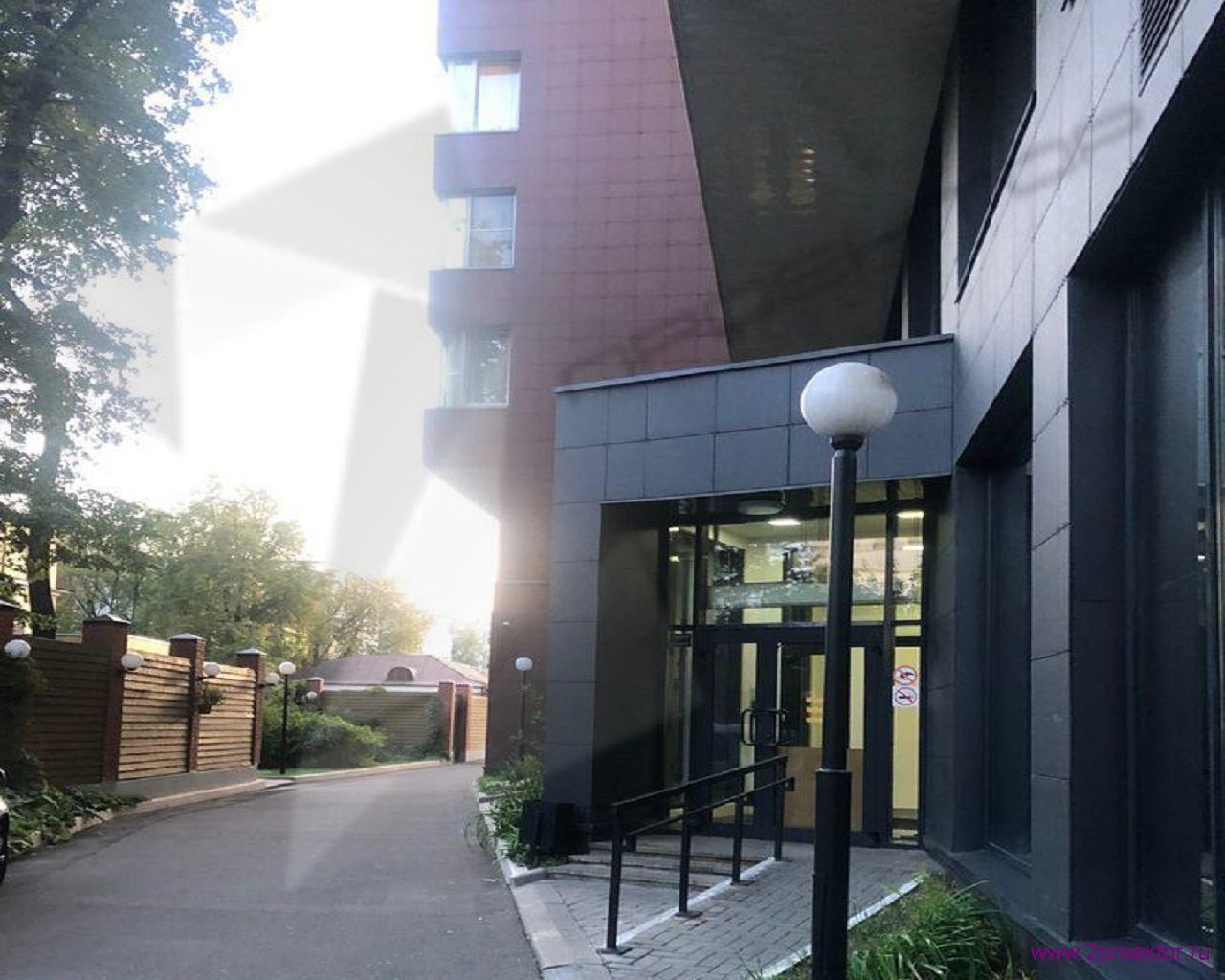 Вход в дом в Жилом комплексе Тихвинская усадьба.